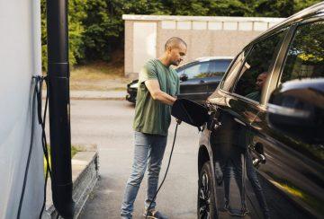 Сколько времени требуется для зарядки электромобиля?
